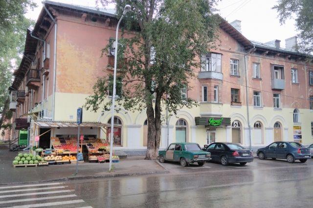 В Новосибирске мало зеленых насаждений.