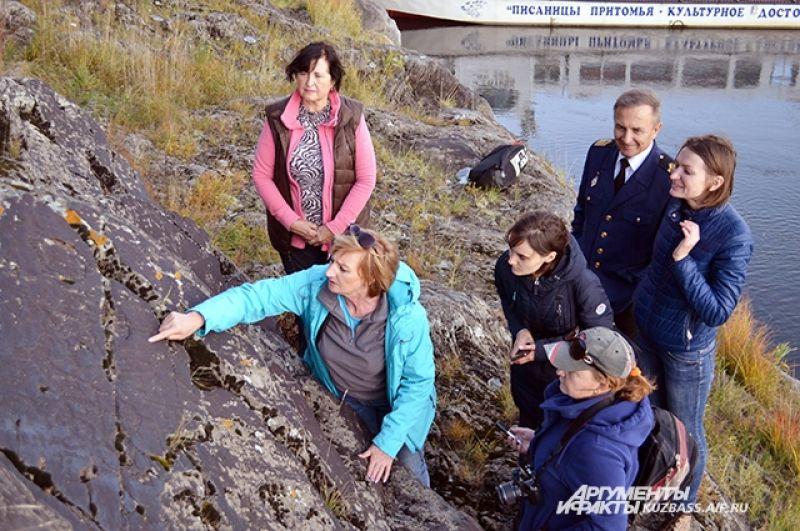 Научный сотрудник «Томской писаницы» Ирина Русакова рассказывает об уникальных рисунках на писанице Висячий камень.