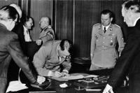 Подписание Мюнхенского соглашения. Адольф Гитлер.