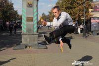 Со скакалкой можно выполнять настоящие акробатические трюки.