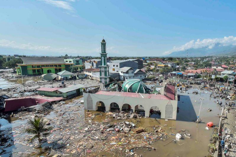 Разрушенная мечеть в западной части города Палу после землетрясения и цунами.