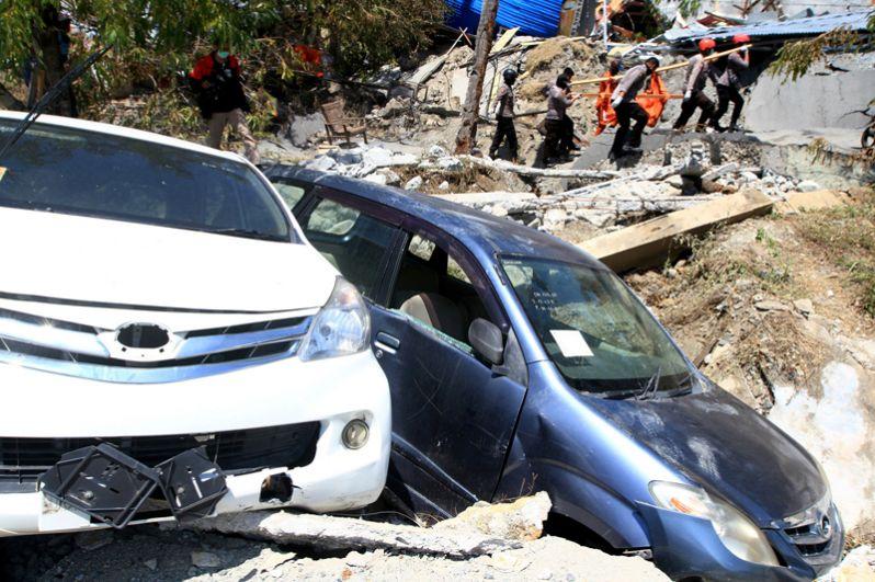 Последствия землетрясения на улицах Палу.