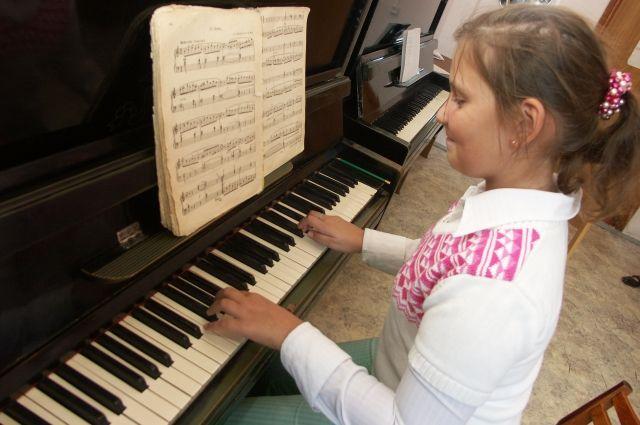 Обучение музыке требует больших расходов.