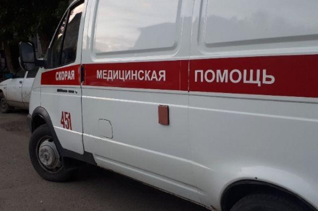 В Тюмени на улице Фрунзе карета скорой помощи застряла в песке