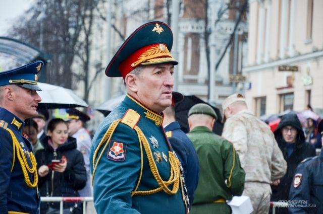 Генерал-лейтенант Хасан Калоев во время командования Парадом Победы 9 мая 2018 года.
