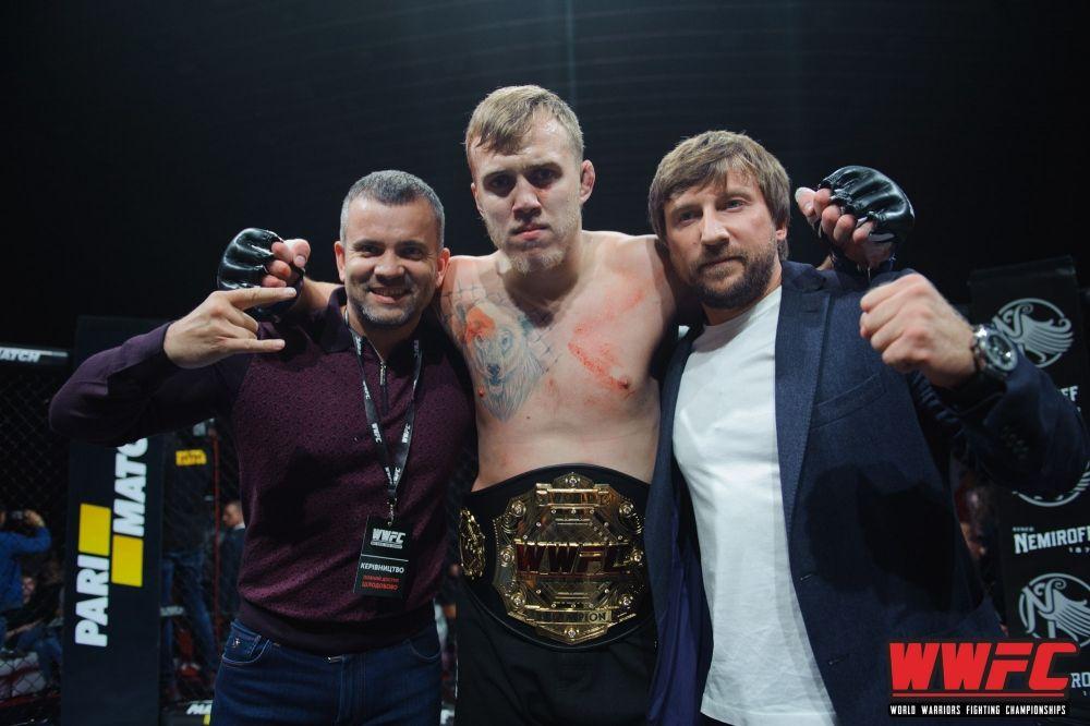 Чемпион мира свыше 93 килограммов Сергей Спивак, выигравший поединок у матерого Тони Лопеса.