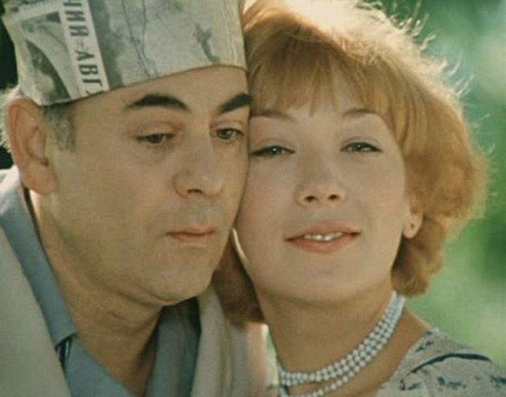 «Покровские ворота» (1982) — медсестра Людочка, возлюбленная Хоботова.