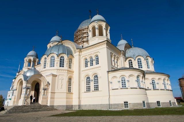 Крестовоздвиженский собор – третий по величию в России.