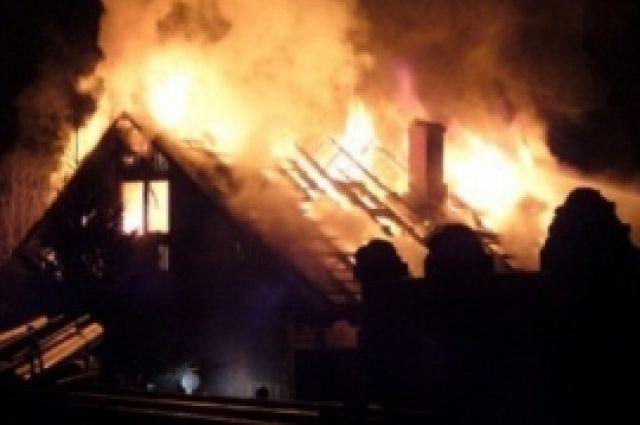 Причины пожара в частном доме выясняются, по предварительной версии это было неосторожное обращение с огнём.