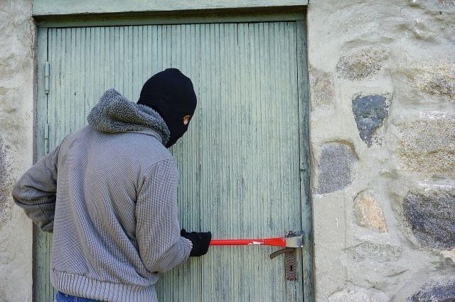 Если на квартирную дверь поставить замок от сарая – она не про- держится и десяти минут.