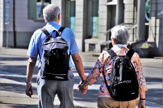 Многие пожилые люди работают, учатся и занимаются общественной деятельностью.