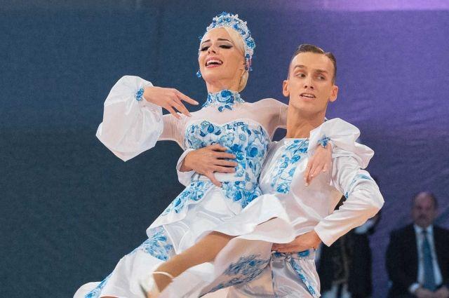 В финал чемпионата мира по европейскому секвею вышли представители танцевальных дуэтов из Италии, Чехии, Украины, Польши, Словакии, США и России. В общей сложности на турнир приехали 18 пар из 9 стран.