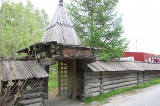 Жителям Салехарда предлагают решить нужен ли на кладбище мемориал