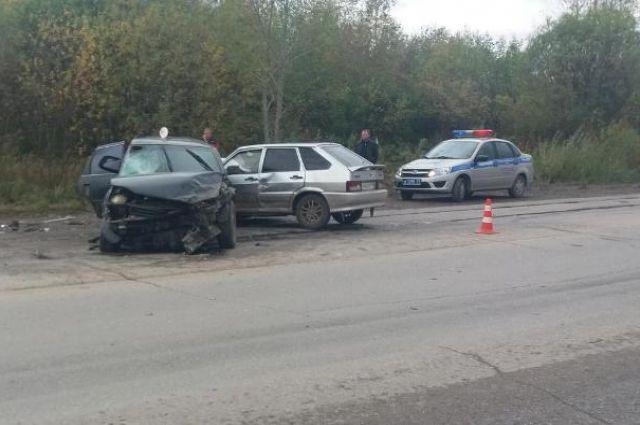 С травмами различной степени тяжести в больницу доставили четырёх человек. 39-летнюю пассажирку автомобиля Toyota госпитализировали. Пассажирам ВАЗа – 39-летней женщине и 19-летнему молодому человеку, а также водителю машины Hyundai – 40-летней женщине, назначили амбулаторное лечение.