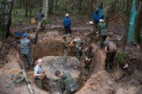 Каждое лето десятки поисковых отрядов отправляются к местам боёв.