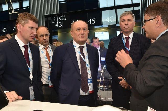 Виталий Маркелов ознакомился с обновленным сканером-дефектоскопом, а также новыми IT-решениями пермских предприятий: «цифровой трубой» и многофункциональной транспортной платформой для диагностики труб.