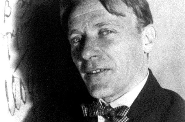 В советской прессе была резкая критика творчества Булгакова. По его собственным подсчётам, за 10 лет появилось 298 ругательных рецензий и 3 благожелательных.