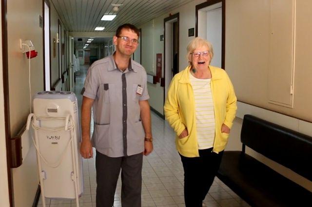 В Тюмени врачи спасли женщину из Канады, пережившую инфаркт в самолете