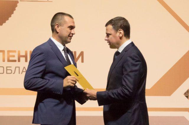 Губернатор Дмитрий Миронов вручил Николаю Карпову почётную грамоту «За рост налоговых поступлений».