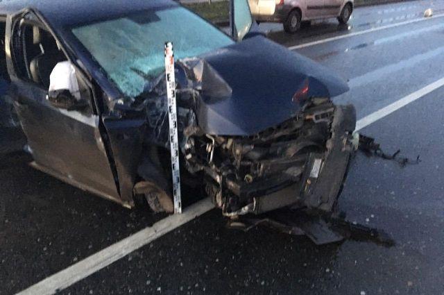 Удар был настолько сильным, что водитель автомобиля Volkswagen погиб. Он скончался до прибытия скорой помощи.