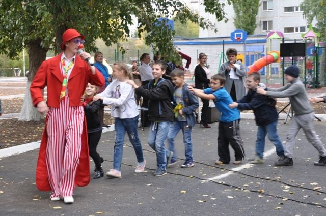 Жители проспекта Гагарина отпраздновали открытие обновленного двора.