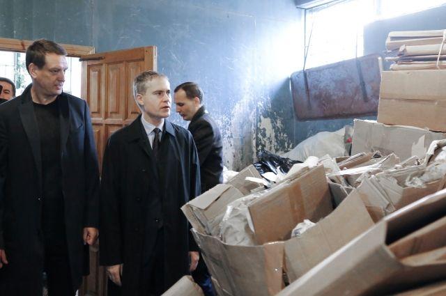 Владимир Панов проверил работу пункта приема вторсырья на улице Львовской.