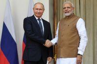 Президент РФВладимир Путин ипремьер-министр Республики Индия Нарендра Моди вовремя встречи вХайдарабадском дворце вНью-Дели.