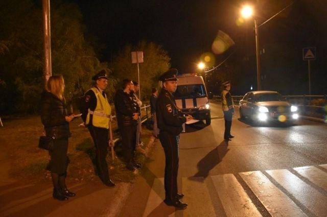В Оренбурге чиновники и полицейские проверили, как освещаются «зебры».