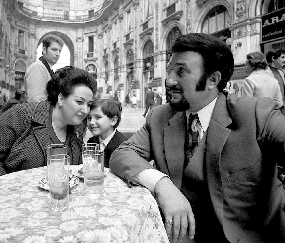 Кабалье с мужем и сыном, 1971 г.