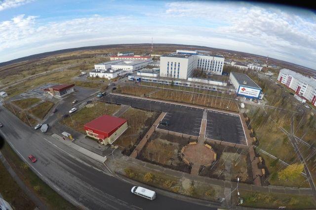 В Надыме открыли сквер возле Центральной районной больницы