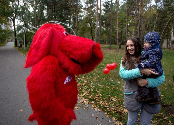 Пока редакция занималась делом, наша верная спутница собачка АиФка развлекала посетителей парка.