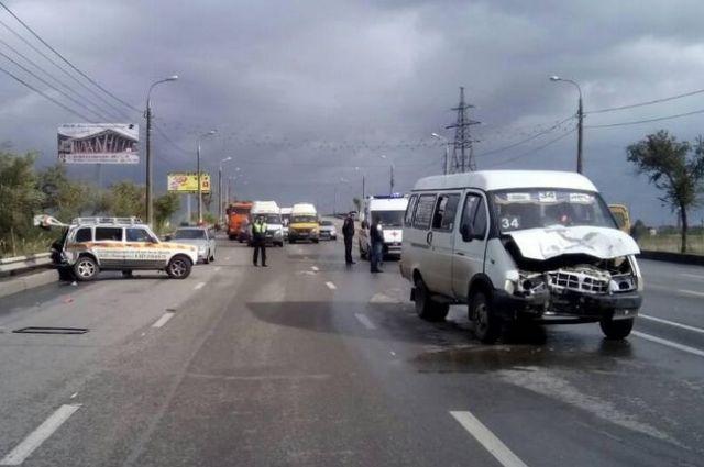 Микроавтобус ехал во встречном направлении.