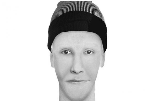 Мужчина открыто похитил деньги у женщины.