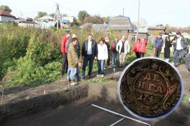 На месте, где 300 лет назад стоял кемеровский амбар, учёные нашли монету времён императрицы Елизаветы Петровны Романовой.
