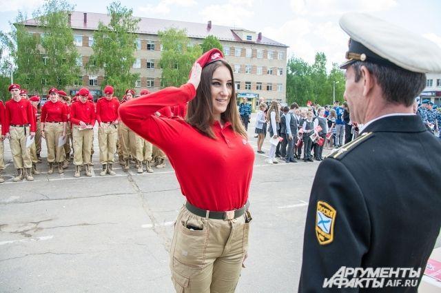 Школьники Сладковского района получили юнармейское знамя