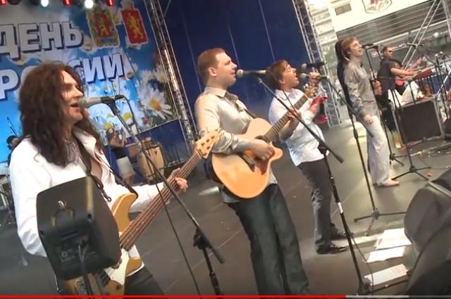 Музыканты дали большой концерт для российских военнослужащих.