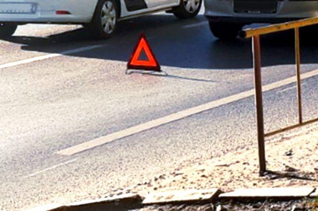 На улице Монтажников автомобиль «Шкода» вылетел на тротуар