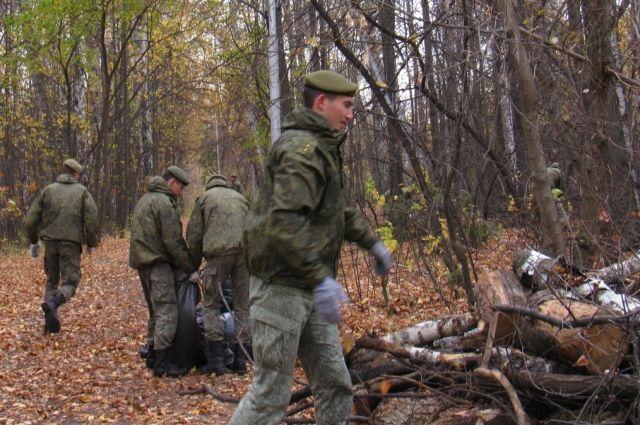 В экопарке Затюменском собрали более 500 мешков мусора