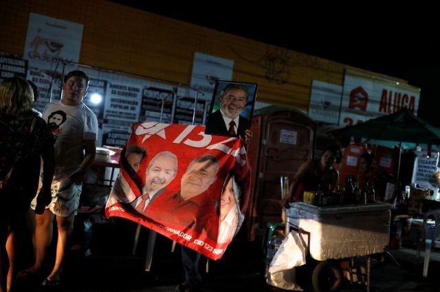 Навыборах президента Бразилии лидирует ультраправый Болсонару
