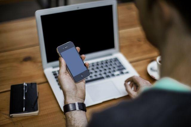 Добычей вора становились чужие телефоны и ноутбуки.