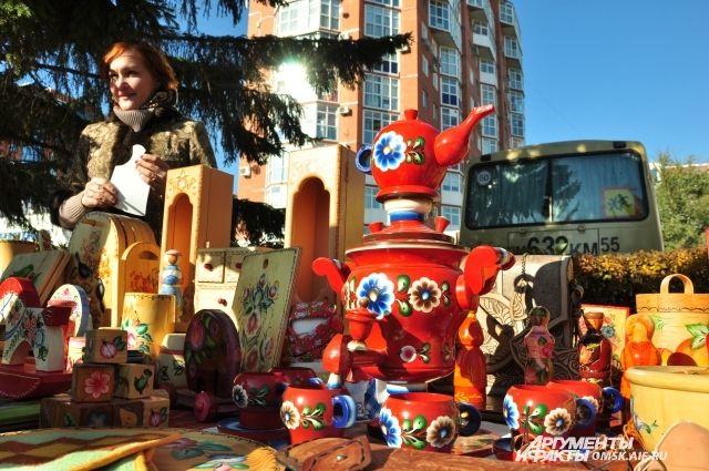 Покровская ярмарка в Омске традиционно проходит на бульваре Мартынова.