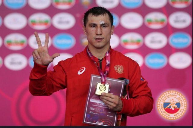 Роман Власов болел за российского бойца.