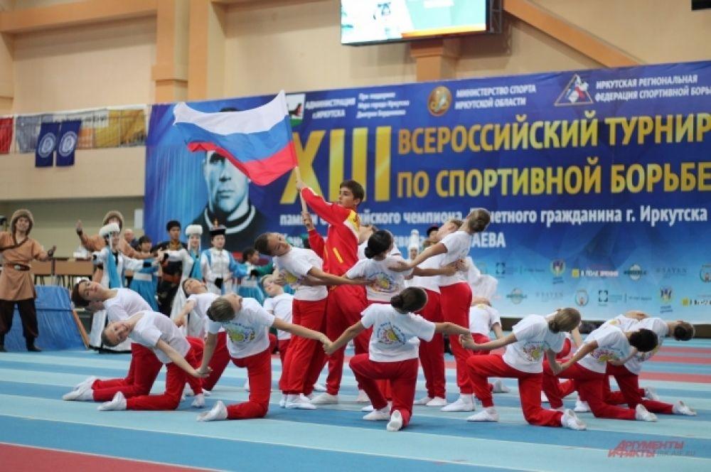 Молодое поколение приняло участие в церемонии открытия.