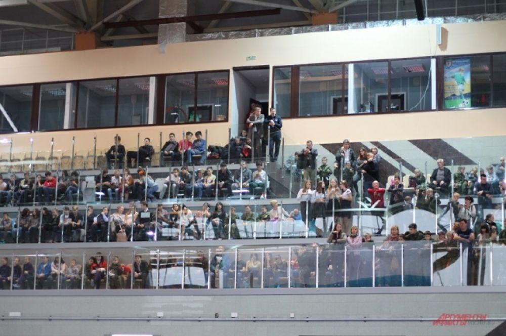 Посмотреть на турнир собралось внушительное количество зрителей.