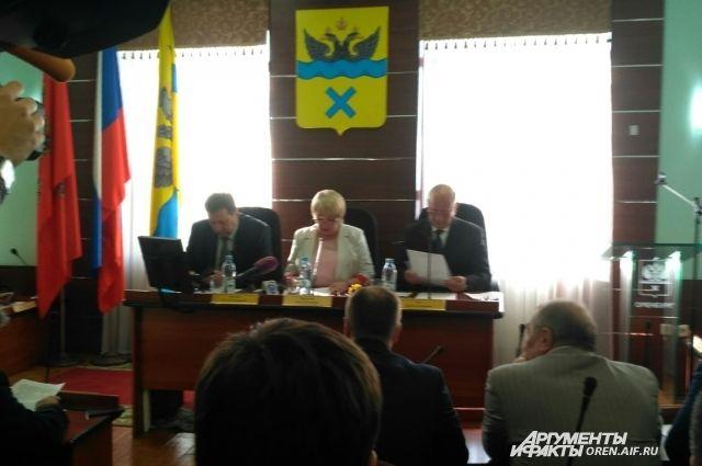 В Оренбурге проходит заседание горсовета по вопросу отставки Е.С.Арапова.