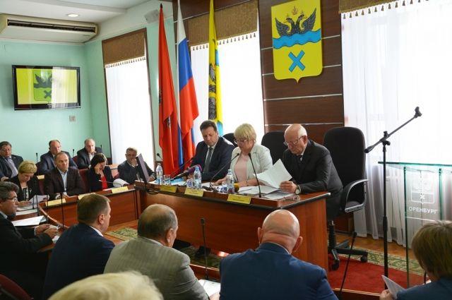 Инициатива губернатор Ю.Берга стала официальным поводом для проведения внеочередного заседания Совета.