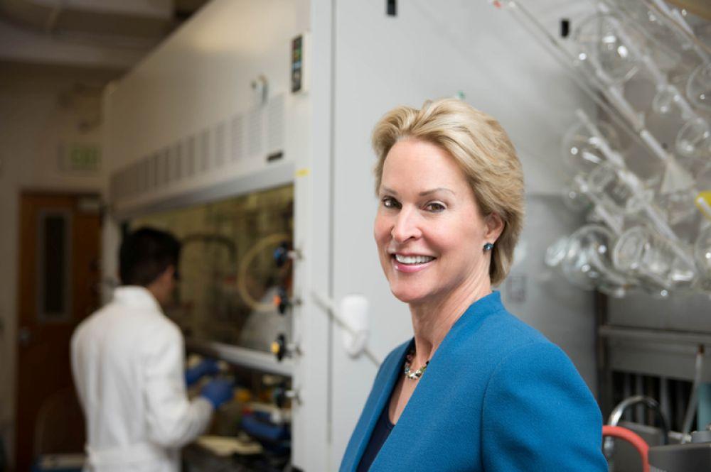 Нобелевская премия в области химии присуждена трем ученым. Американка Фрэнсис Арнольд удостоена награды «за направленную эволюцию ферментов». Благодаря ее исследованиям можно получать, в частности, новые лекарства и экологическое топливо.