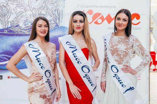 Яна Трофимова (справа) вместе с двумя омичками-полуфиналистками.
