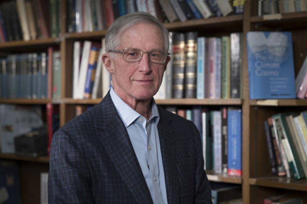 Премию по экономике памяти Альфреда Нобеля получат американцы Уильям Нордхаус и Поль Ромер за работы в сфере долгосрочного макроэкономического анализа. На фото: Уильям Нордхаус.
