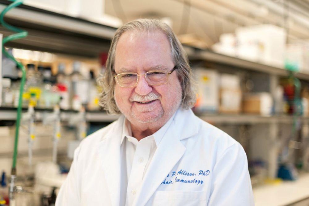 Нобелевскую премию по физиологии и медицине получат американец Джеймс Эллисон и японец Тасуку Хондзё «за открытие терапии рака путем подавления негативного иммунного регулирования». На фото: Джеймс Эллисон.